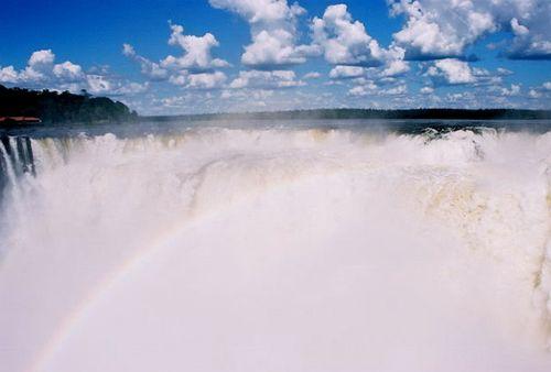 Iguazu_falls_rainbow