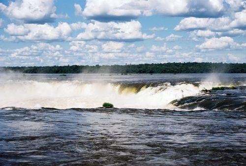 Argentina_iguazu_falls_top